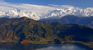 [Anapurna from Pokhara, albo inaczej Szczyty Annapurny, źródło zdjęcia].
